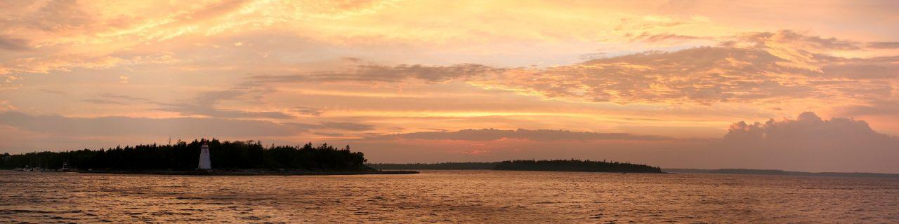 tramonto sul lago Erie