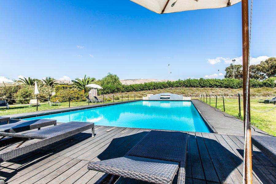 FALCONARA BEACH RESORT & SPA piscina